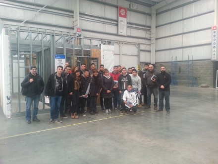 Alumnos de la EEST Nº 9 de Lomas de Zamora